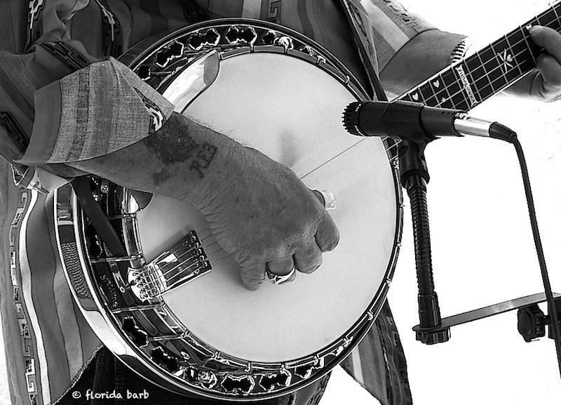 banjohand800FB